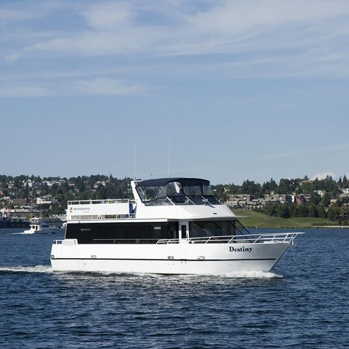 This 64.0' Custom cand take up to 40 passengers around Seattle
