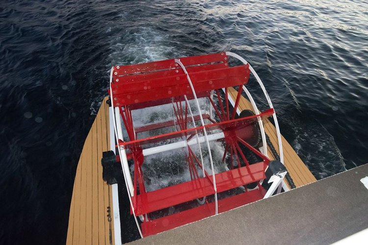 Discover Seattle surroundings on this Custom Custom boat