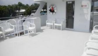Discover Pompano Beach surroundings on this Custom Custom boat