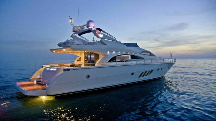 Discover Thessaloniki surroundings on this 680s Dominator boat