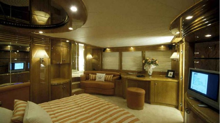 Motor yacht boat for rent in Thessaloniki
