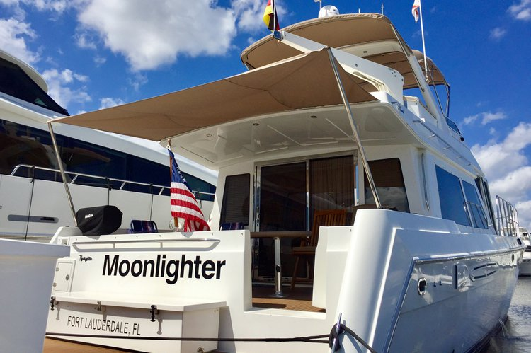 Discover Fort Lauderdale surroundings on this Rival Navigator boat