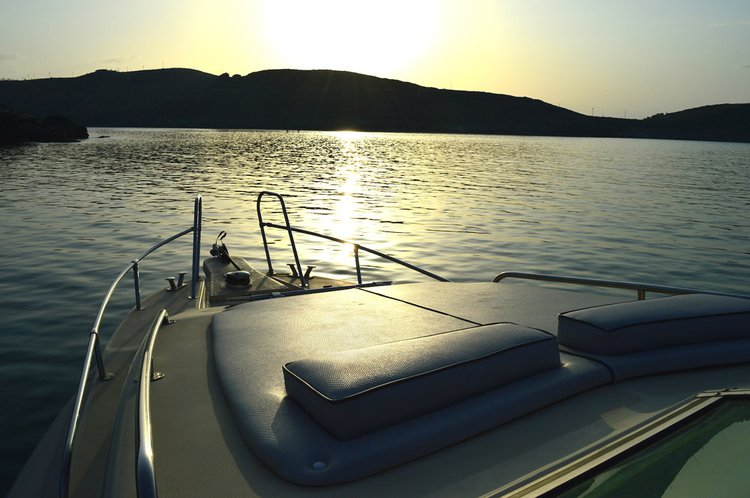 Rigid inflatable boat rental in Lavrio,