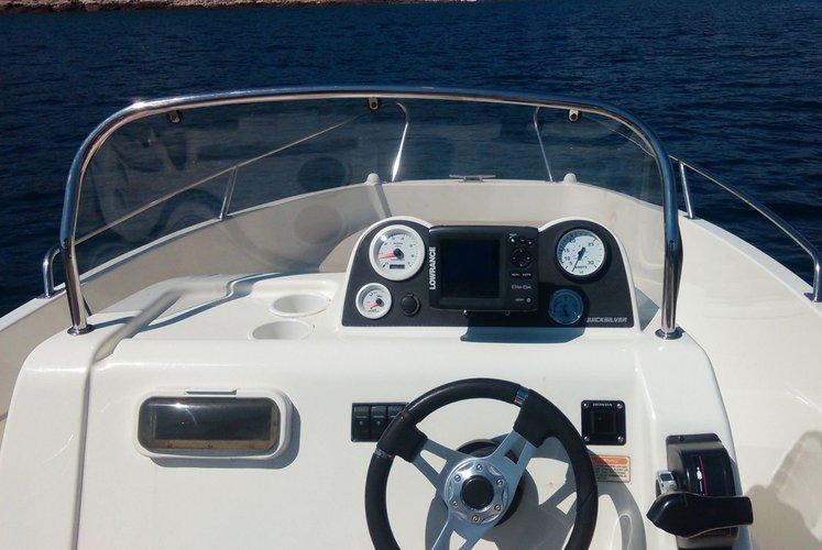 Boat rental in Sumartin,