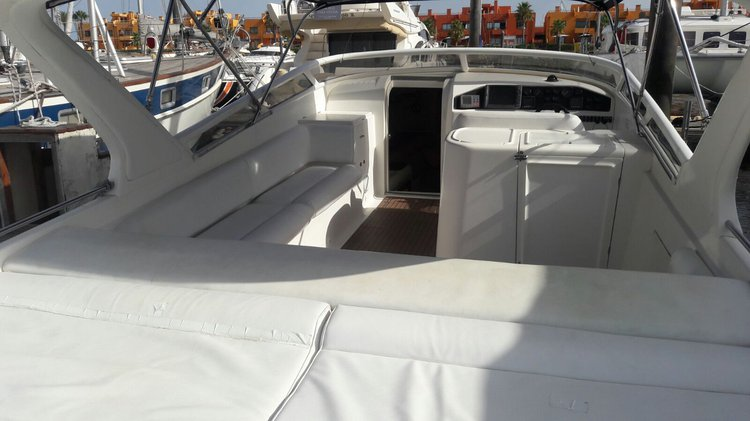 Motor yacht boat for rent in Portimão