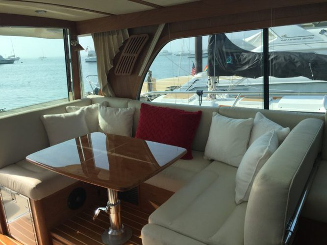 Discover Boston surroundings on this Salon Express Sabre boat
