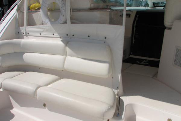 This 43.0' TIARA cand take up to 6 passengers around Coral Gables