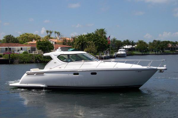 Express cruiser boat rental in Coral Gables, FL