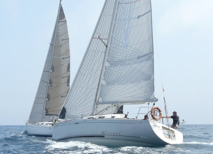 Discover Chicago surroundings on this First 36.7 Beneteau boat
