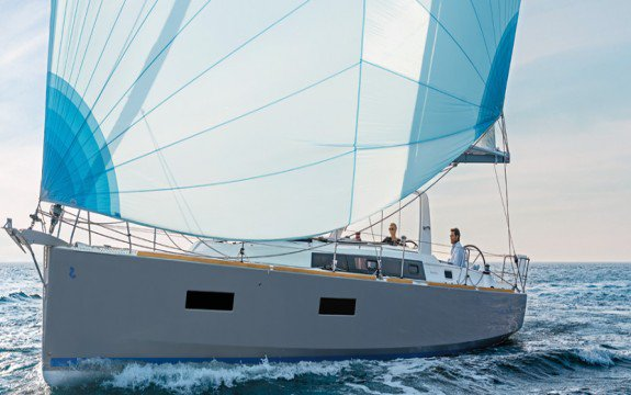 Have fun in Italy onboard Beneteau Oceanis 38.1