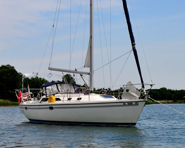 Explore Chicago onboard 36' cruising monohull