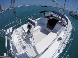 Discover Chicago surroundings on this Custom Catalina boat