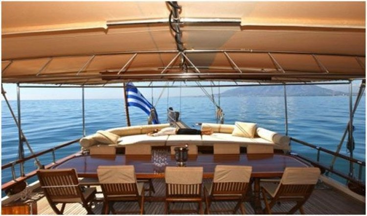 Classic boat for rent in Thessaloniki