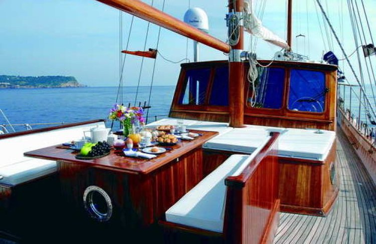 Schooner boat for rent in Thessaloniki