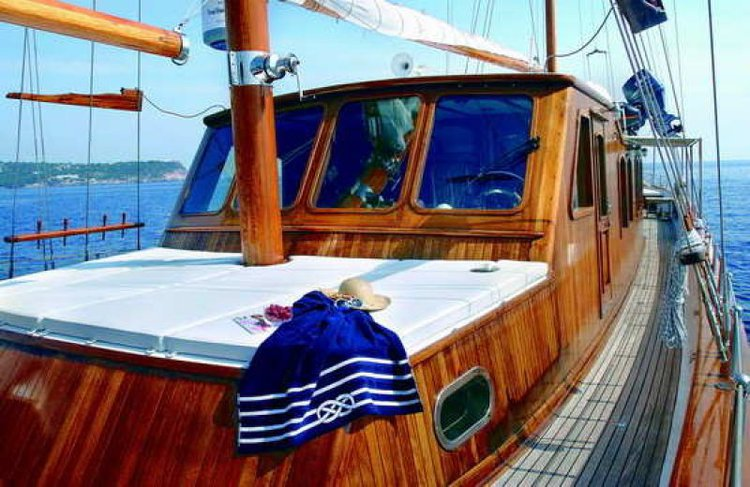 Discover Thessaloniki surroundings on this Custom Custom boat