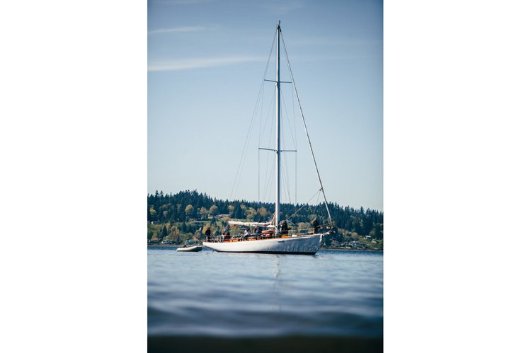 Discover Seattle surroundings on this Ocean racer Custom boat