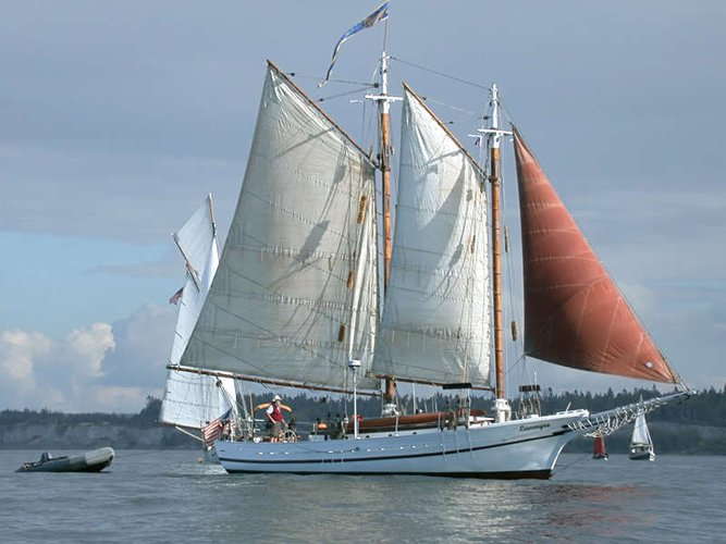 Up to 22 persons can enjoy a ride on this Schooner boat