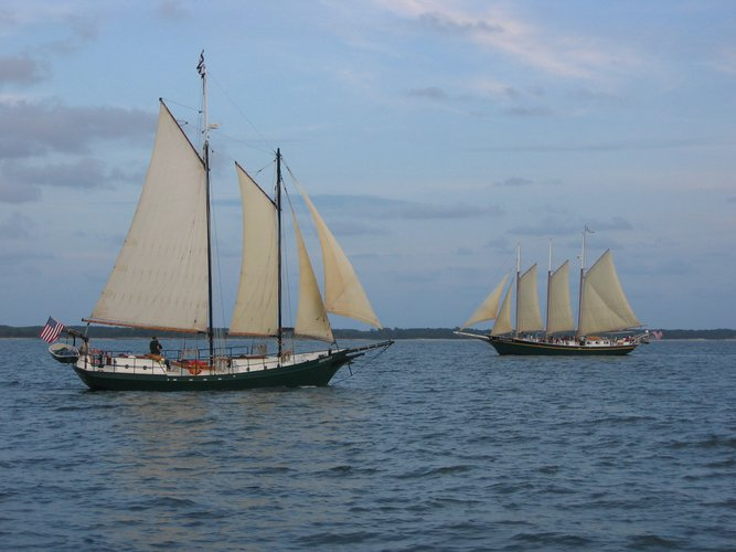Schooner boat for rent in Yorktown