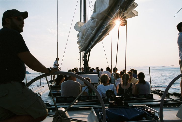 Up to 35 persons can enjoy a ride on this Sloop boat