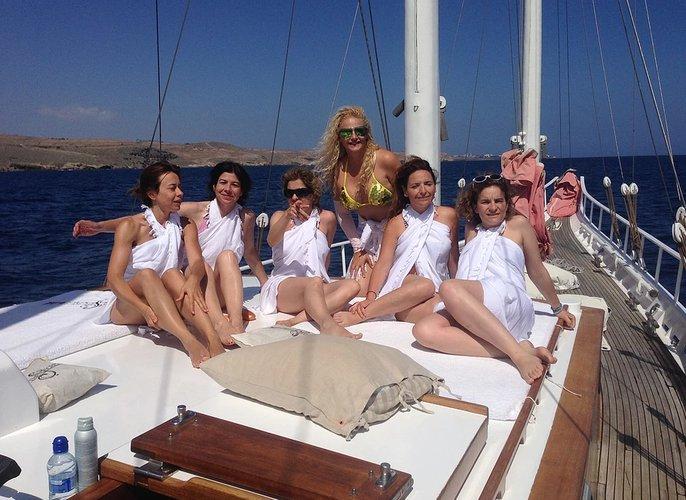 Discover Las Palmas surroundings on this Custom Custom boat
