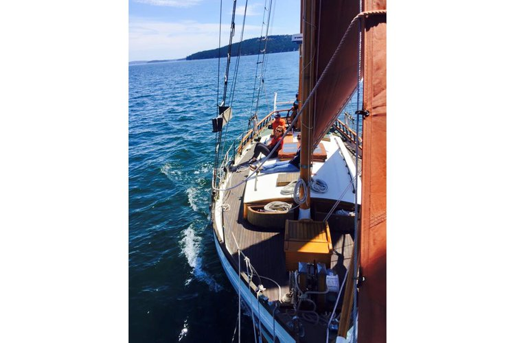 Up to 28 persons can enjoy a ride on this Schooner boat