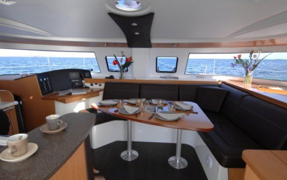 This 41.0' Fountaine Pajot cand take up to 10 passengers around Saint-Mandrier-sur-Mer