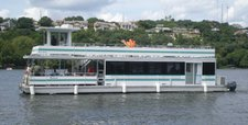 Have fun in Austin onboard a perfect small sized catamaran