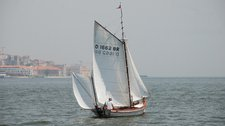 Set sail in Lisboa onboard 20' classic sailboat