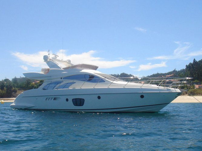 55.0 feet Azimut in great shape