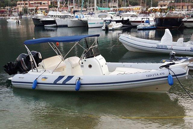 Discover Lefkada Nidri surroundings on this Custom Colbac boat