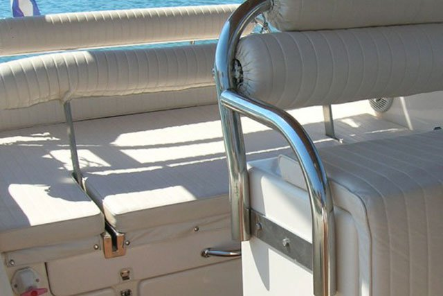 This 32.8' Custom cand take up to 8 passengers around Antiparos