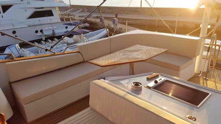 Discover Zadar region surroundings on this Trawler HAMPTON 42 Custom Made boat