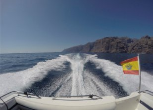 This 111.0' Fairline cand take up to 10 passengers around Santa Cruz De Tenerife