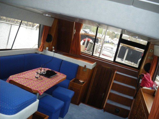 This 47.0' Fairline Boats cand take up to 8 passengers around Zadar region