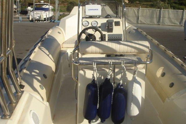 This 26.24' Great White cand take up to 8 passengers around Saronic Gulf