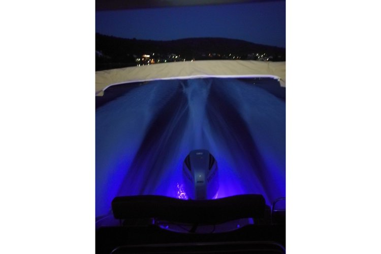 Discover Split region surroundings on this Sun Sport 845 Inmark Marine boat