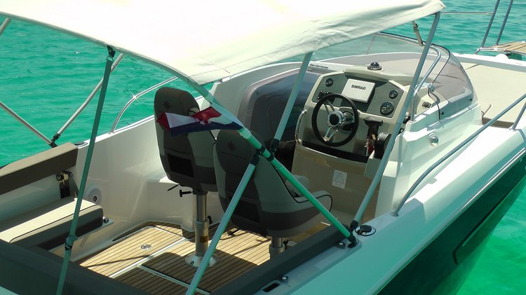 Up to 2 persons can enjoy a ride on this Jeanneau boat