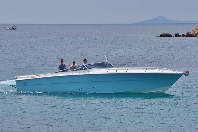 MAGNUM 36 2X430HP DIESEL BASED IN SPETSES - ONLY WITH SKIPPER