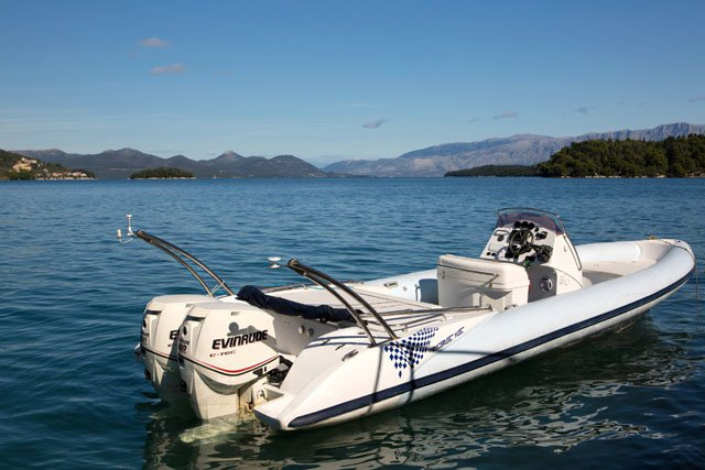 Rigid inflatable boat for rent in Lefkada