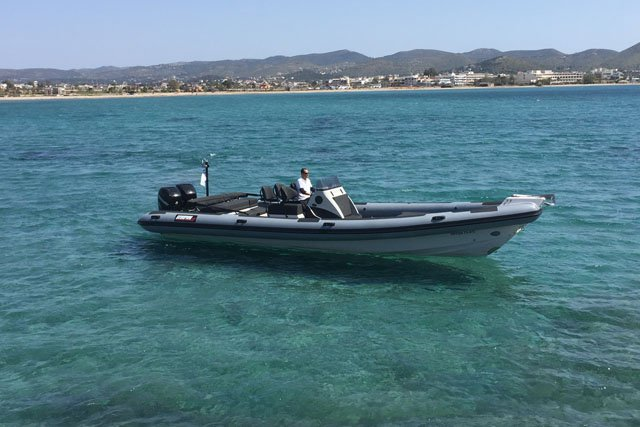 Discover Saronic Gulf surroundings on this G2 10m Scorpion x boat