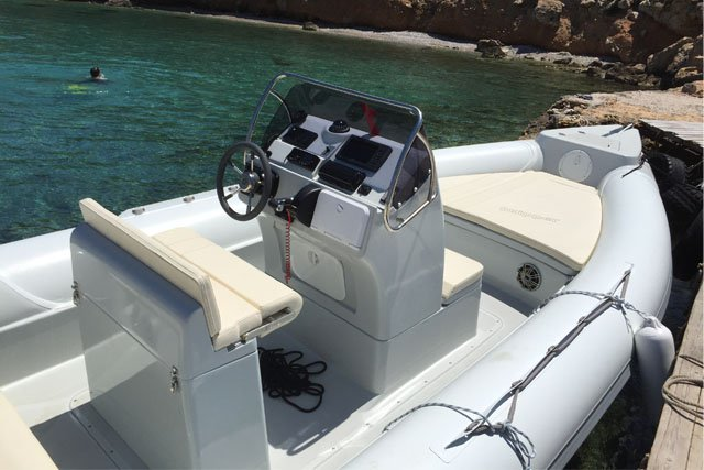 Discover Saronic Gulf surroundings on this Custom Skipper boat