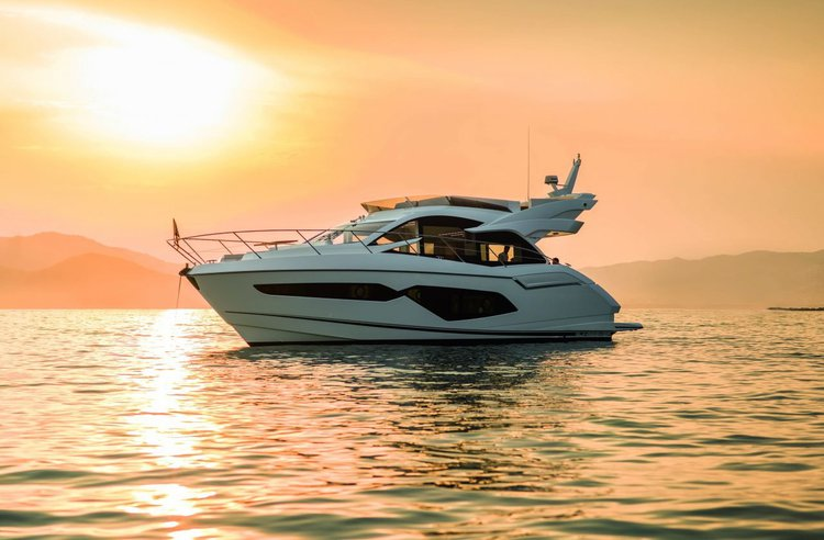Boating is fun with a Motor yacht in Zadar region