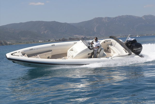 Rigid inflatable boat for rent in Porto Cheli