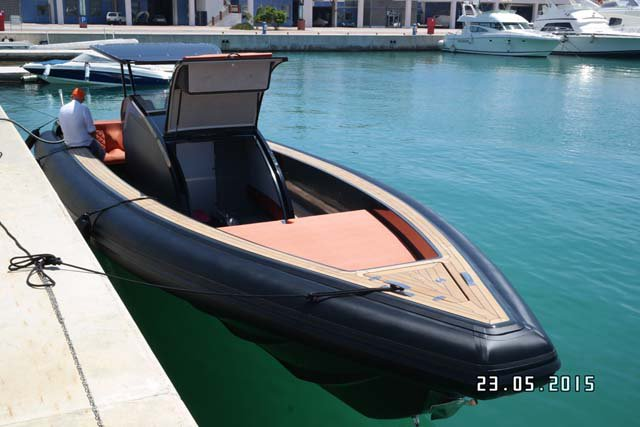Rigid inflatable boat for rent in Samos