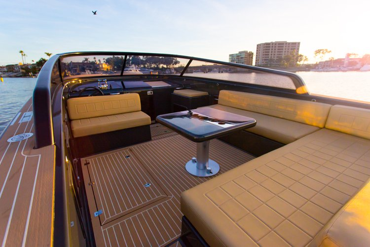 Boat rental in Newport Beach,