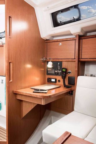 This 32.0' Bavaria Yachtbau cand take up to 7 passengers around Split region