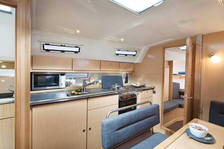 This 39.0' Bavaria Yachtbau cand take up to 7 passengers around Cyclades