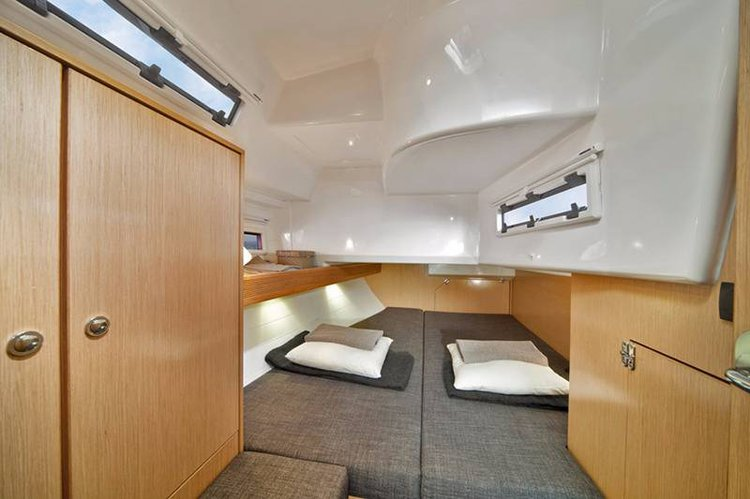 Discover Cyclades surroundings on this Bavaria Cruiser 40 Bavaria Yachtbau boat