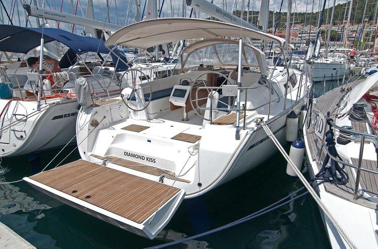 This 46.0' Bavaria Yachtbau cand take up to 10 passengers around Split region