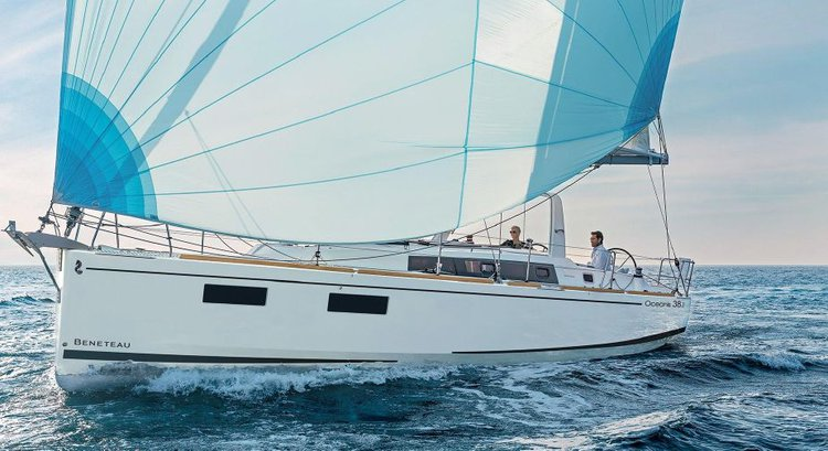 This 37.0' Bénéteau cand take up to 8 passengers around Split region